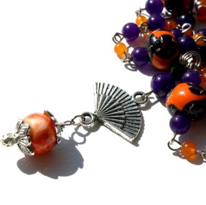 On-Trend: the color combo here touches the popular trend of violet and poppy orange.