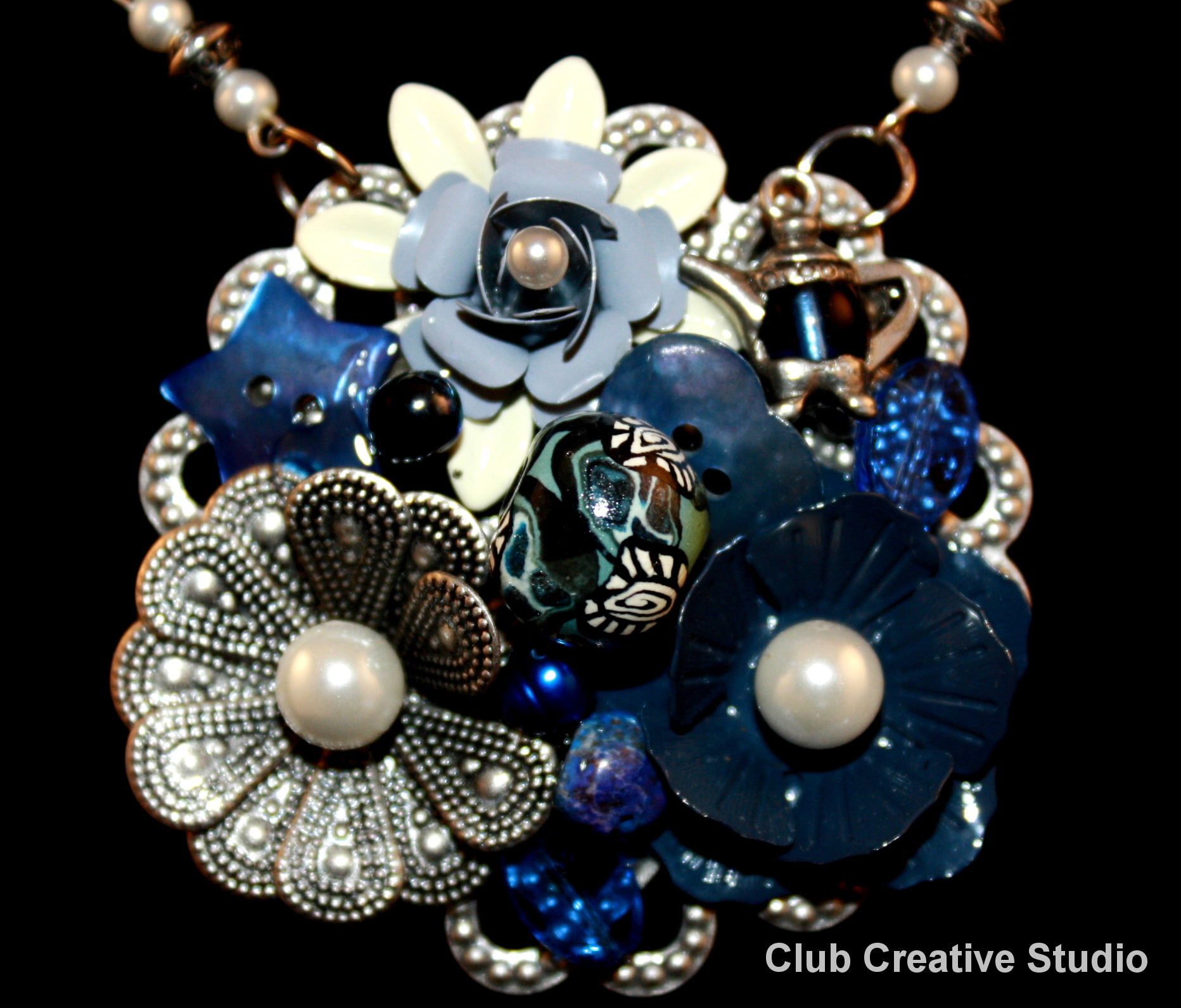 Club Cretive Studio Art. Hand-made pendant.